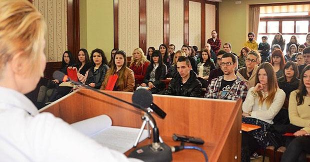 Predavanje dr. sc. habil. Snježane Kordić studentima u Mostaru (14. 3. 2015.); Foto: Tacno.net