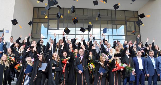 PFK: Upriličena promocija diplomanata, magistranata i doktoranata