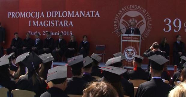 Upriličena svečana promocija diplomanata i magistranata Univerziteta u Tuzli