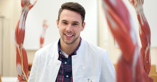 Nino Fejzibegović (24) je doktor medicine koji je radio i studirao na prestižnim svjetskim univerzitetima
