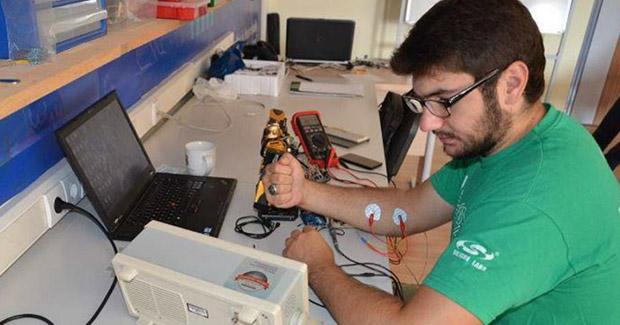 Student iz Sarajeva izumio revolucionarnu rukavicu-joystick