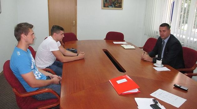 Premijer pozvao Nedžada Ribića da odustane od ispisa s fakulteta