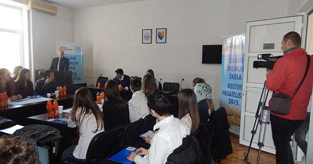 Održana debata između učenika srednjih škola i studenata Univerziteta Džemal Bijedić i Sveučilišta u Mostaru