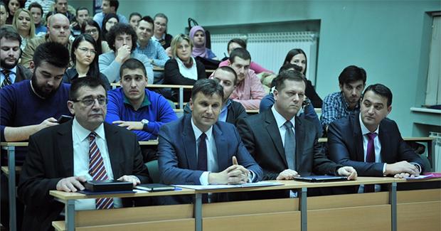 """Premijer Novalić razgovarao sa studentima EFSA o temi """"Reforma danas za preduzetnike budućnosti"""""""