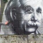 Admir Greljo pokraj grafita Alberta Einsteina, foto: Klix.ba