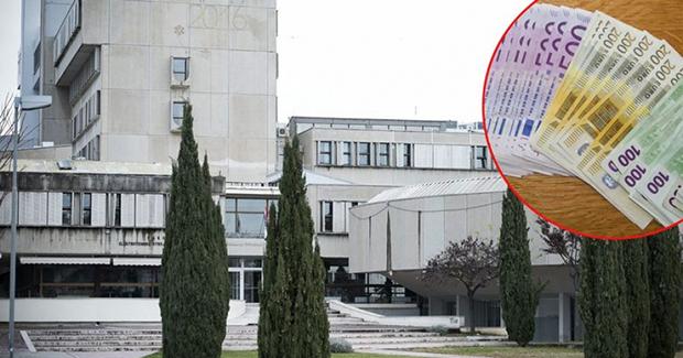 Split: Student pokušao podmititi profesoricu, ona novac bacila kroz prozor