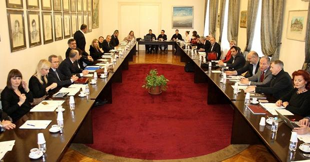 Senat UNSA odlučio: Studenti će imati slobodno vrijeme za džumu, misu i druge vjerske obrede
