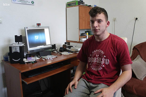 Fikret Zukić uprkos cerebralnoj paralizi radi kao ekonomista u rudniku i repa (2)