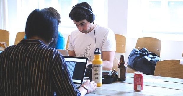 Pet razloga za zapošljavanje mladih ljudi koji traže prvi posao