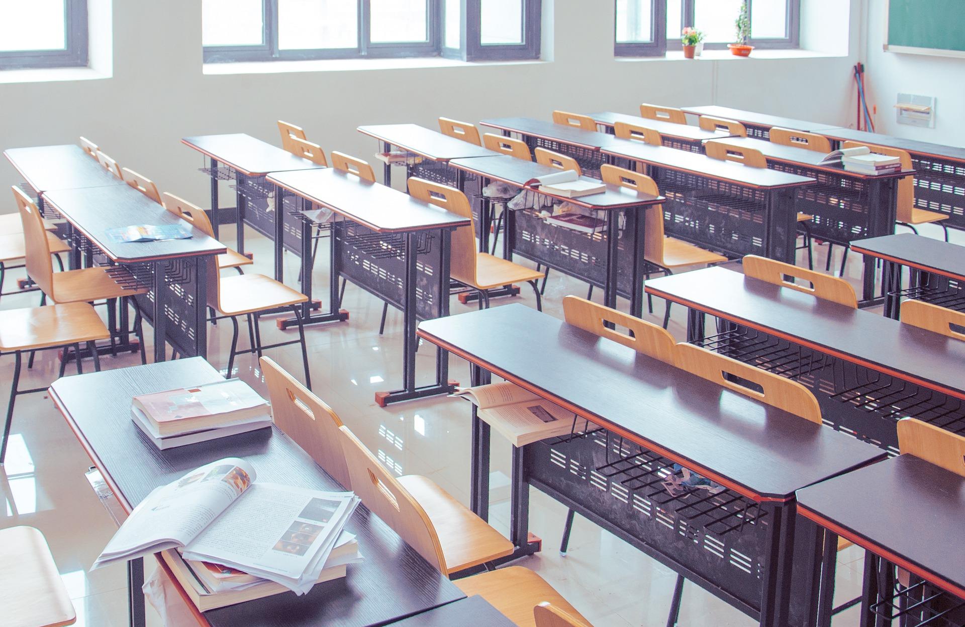 Skandal na fakultetu: Nisu mogle prijaviti ispit ako ga ne poljube