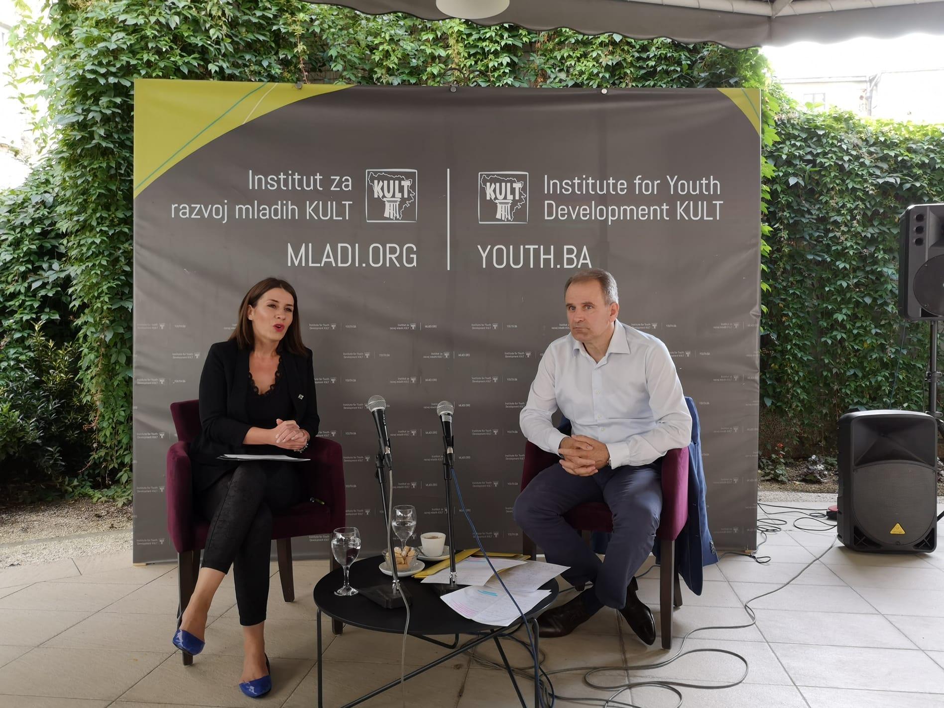 Mladi sa promjenama mogu početi 7. oktobra – poručio Jerlagić na kafi sa mladima BiH
