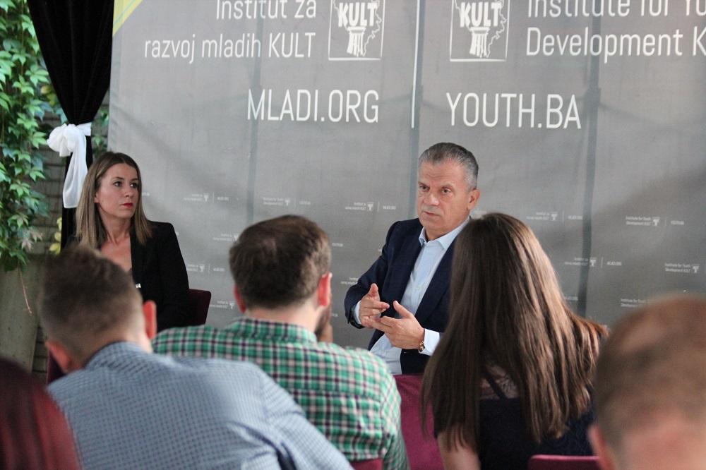 Mladi u BiH su marginalizirani, poručio Radončić na Kafi sa mladima