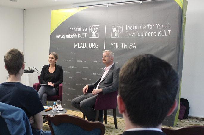 Sudbina zemlje je u rukama mladih, poručio Lijanović na kafi sa mladima iz BiH