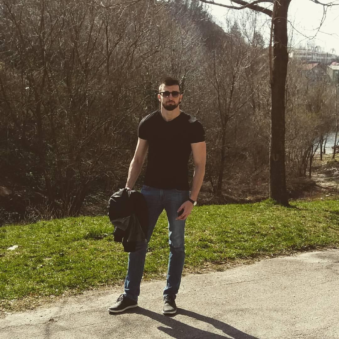 Upoznajmo pjesnika Adisa Ahmethodžića