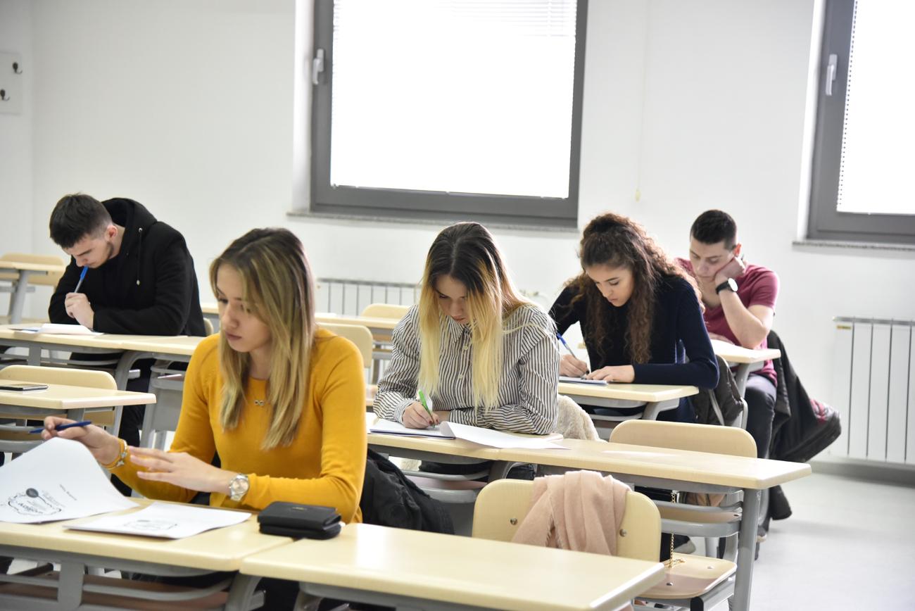 IUS organizovao takmičenje u engleskom jeziku za srednjoškolce: Stipendije za deset najboljih