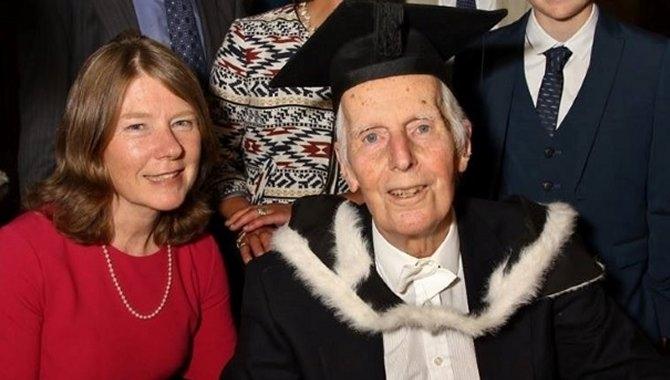 Najstariji diplomant u historiji svog faksa: Ovaj djedica je diplomirao s 95 godina