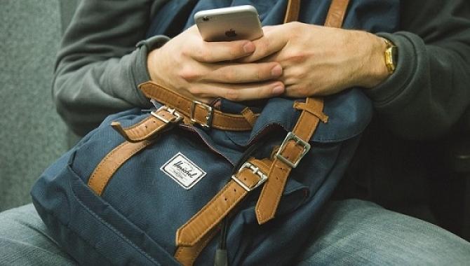 Studenti koji provode pet sati za telefonom, imaju veću šansu da budu pretili