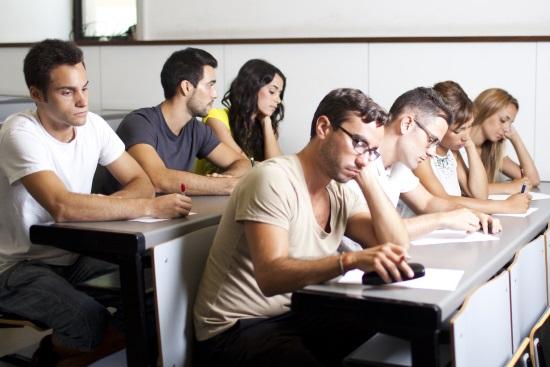 Muški studenti smatraju da su puno pametniji nego što jesu – studentice nemaju taj 'problem'