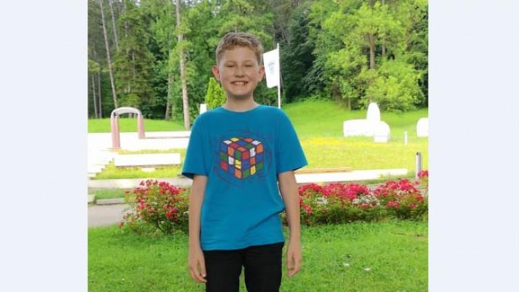 Mali genijalac: Desetogodišnjak iz BiH sklopio Rubikovu kocku za 48 sekundi