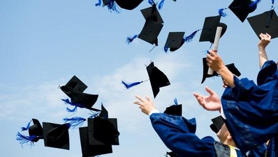 Jer jedna je k'o nijedna: Student na promociji dobio čak 8 diploma