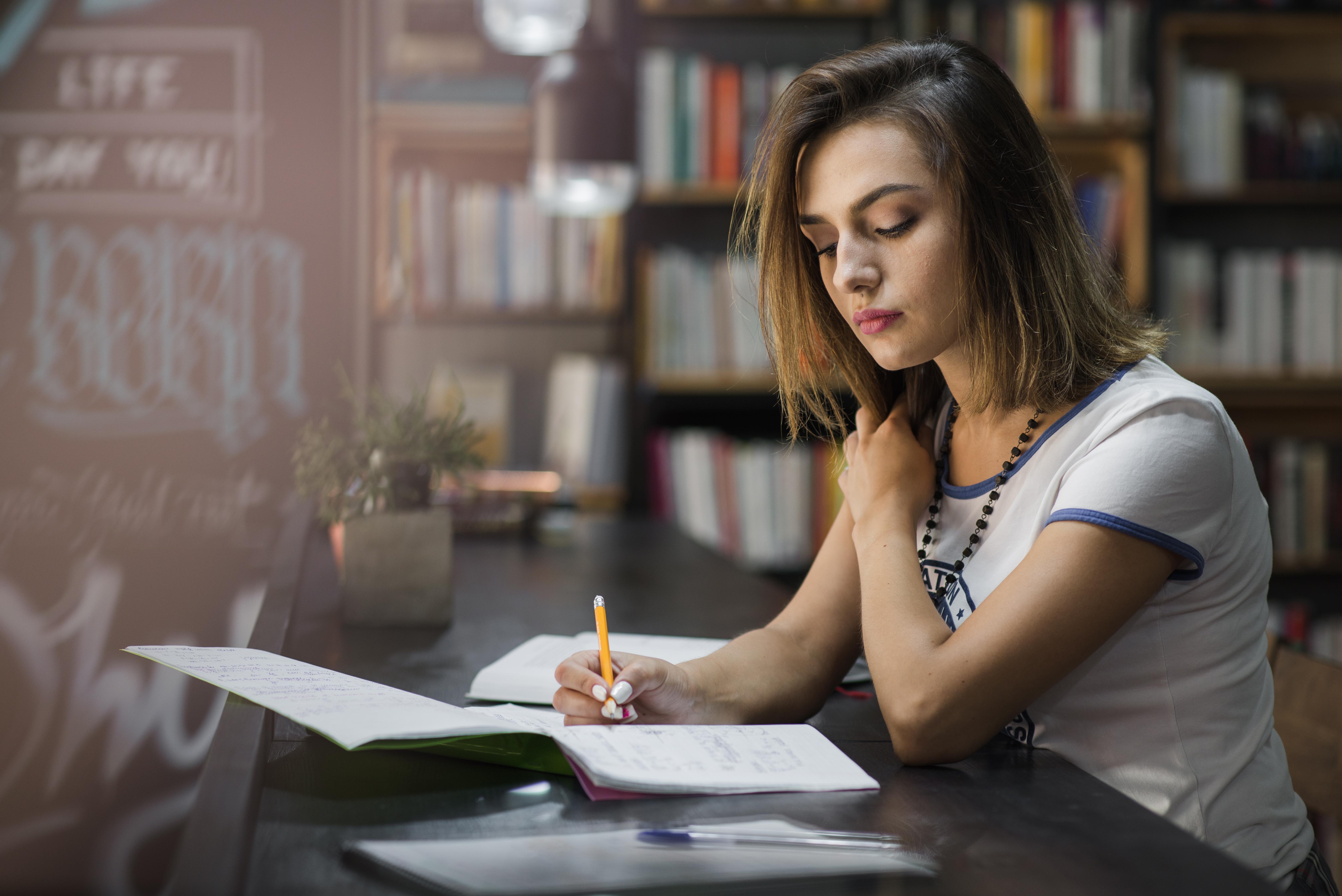 Spremanje ispita ne ide prema planu: Ovo su najčešći ometači koncentracije i savjeti kako ih pobijediti