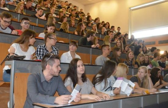Pun papir imena, a dvorana poluprazna: Studenti nam otkrili potpisuju li kolege na predavanjima