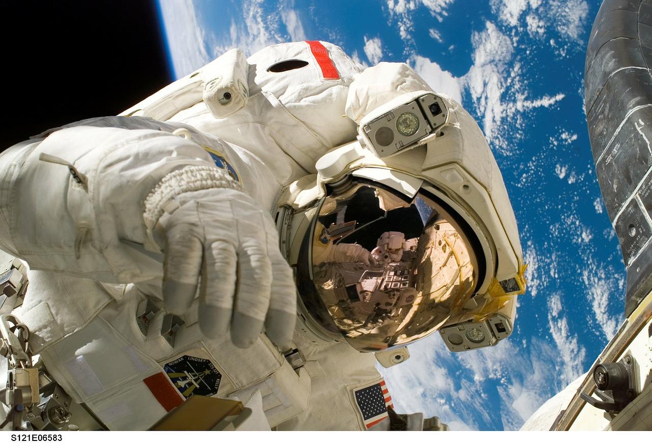 Koja je razlika između astronauta i kosmonauta?