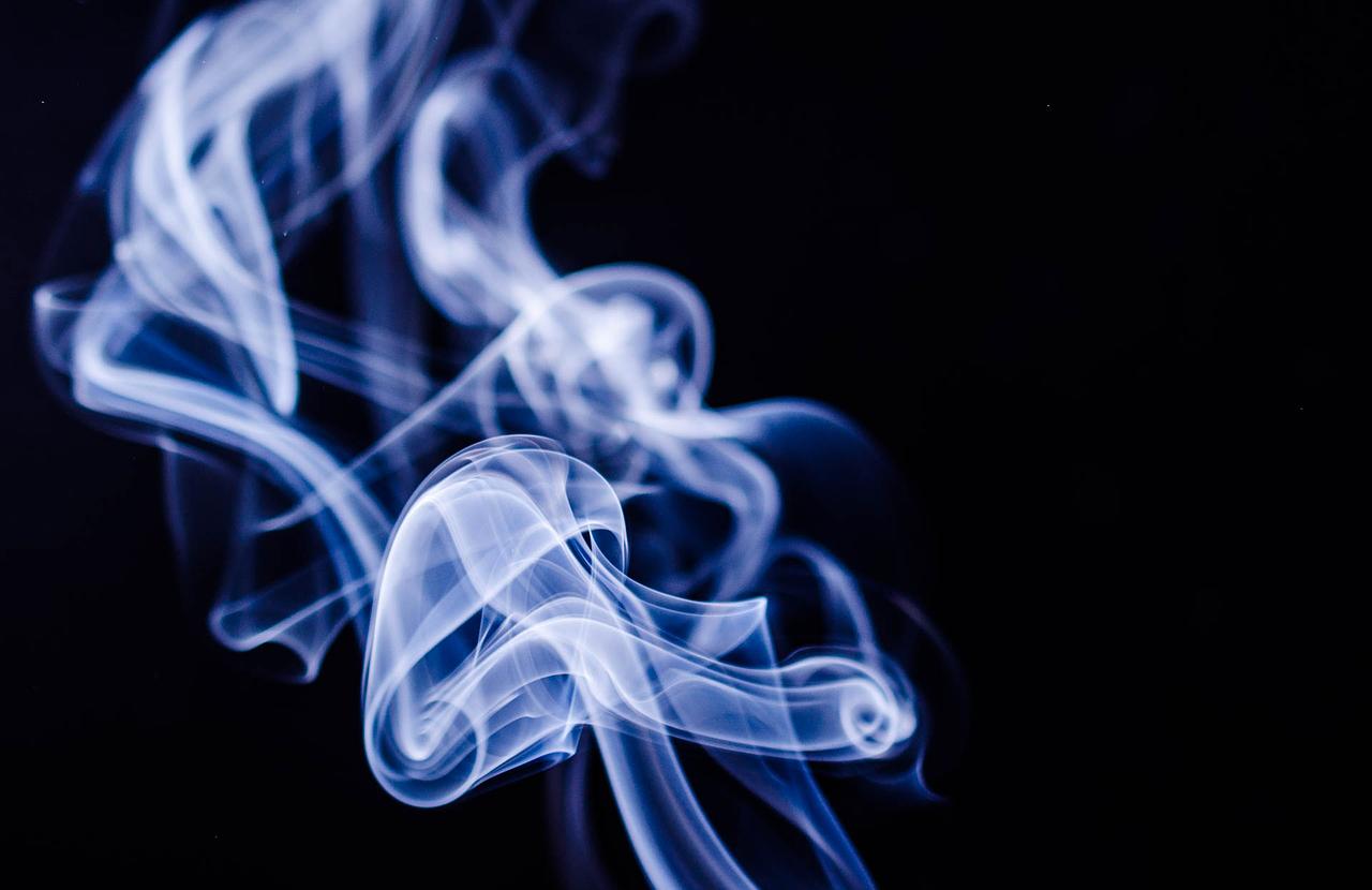 Zašto dim cigarete uvijek odlazi prema nepušaču?