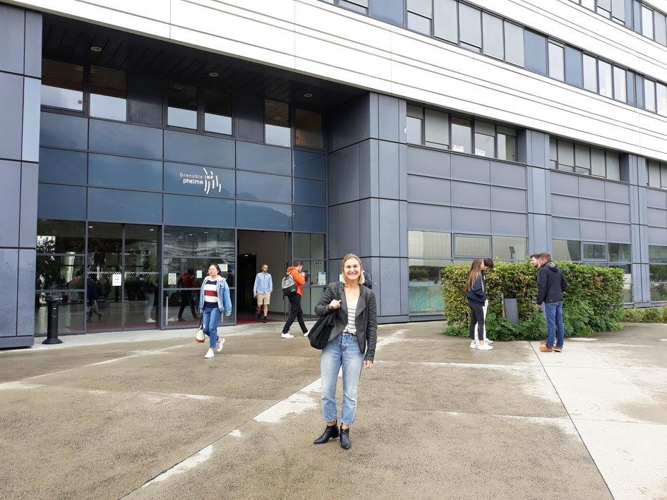 Duška je studentica iz Banjaluke i zahvaljujući stipendiji francuske vlade nastavlja studiranje u Francuskoj