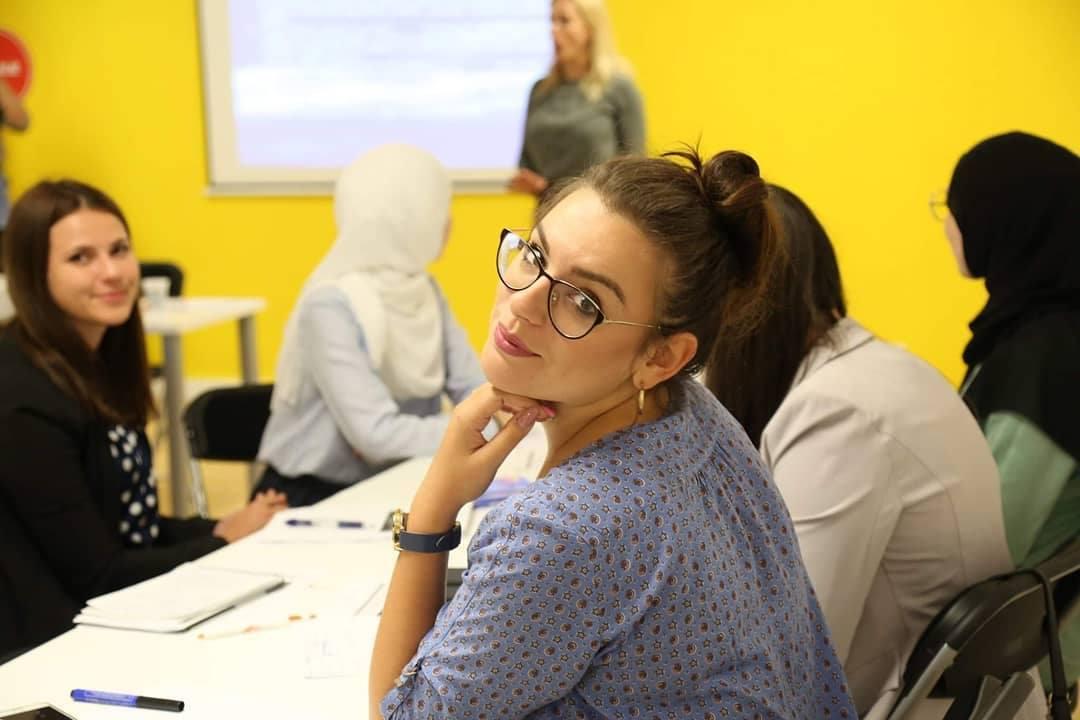 Amra je treći put najbolja studentica, a slobodno vrijeme provodi volontirajući