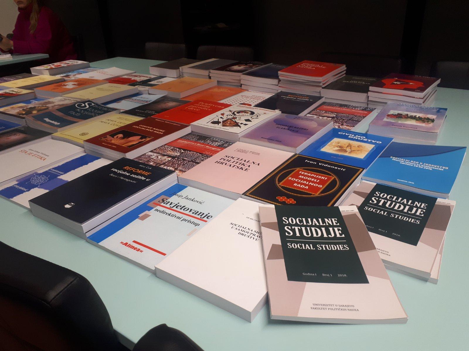 Biblioteci Fakulteta političkih nauka Univerziteta u Sarajevo uručena je 161 knjiga iz oblasti socijalnog rada