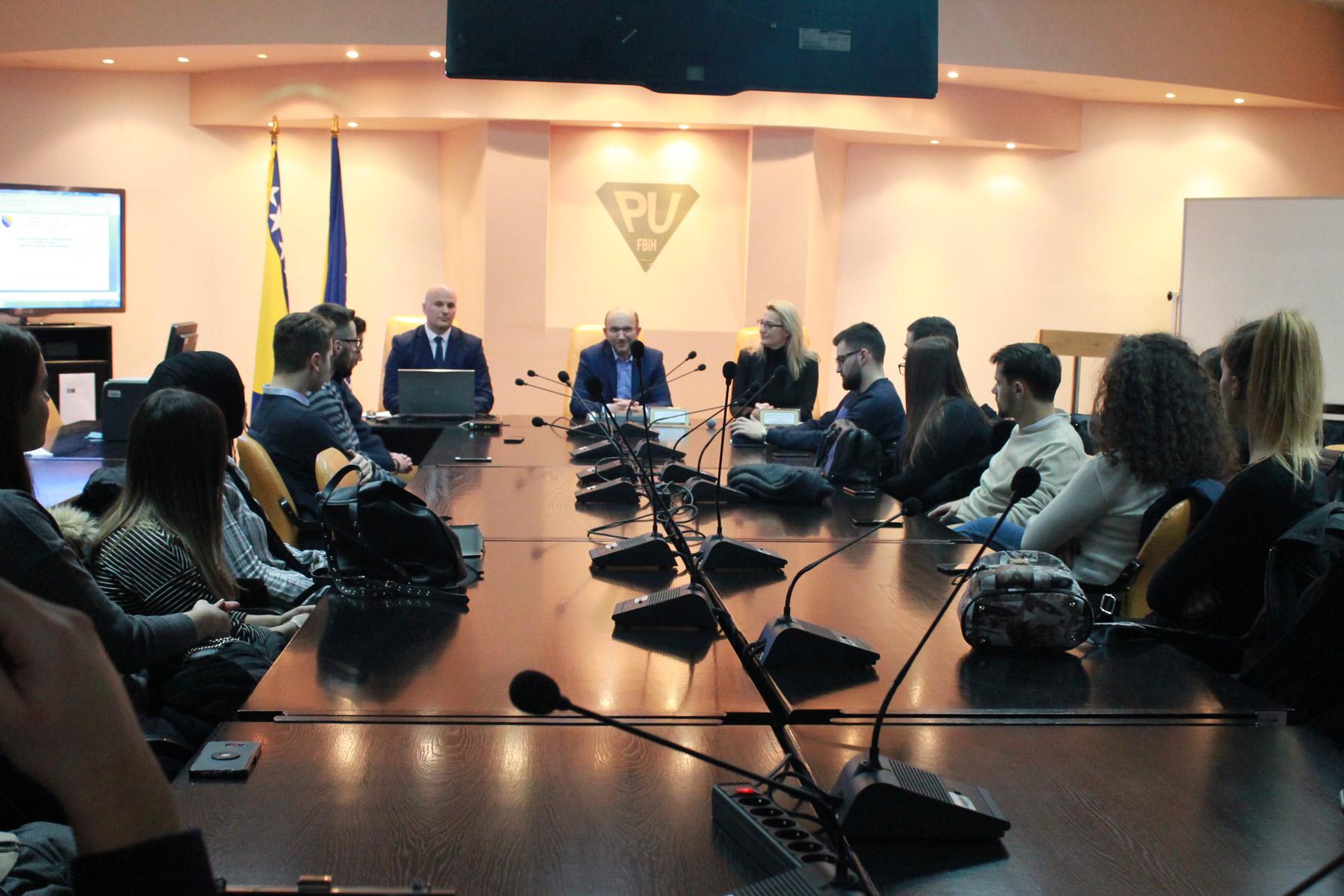 Studenti III godine Pravnog fakulteta posjetili Poreznu upravu Federacije BiH
