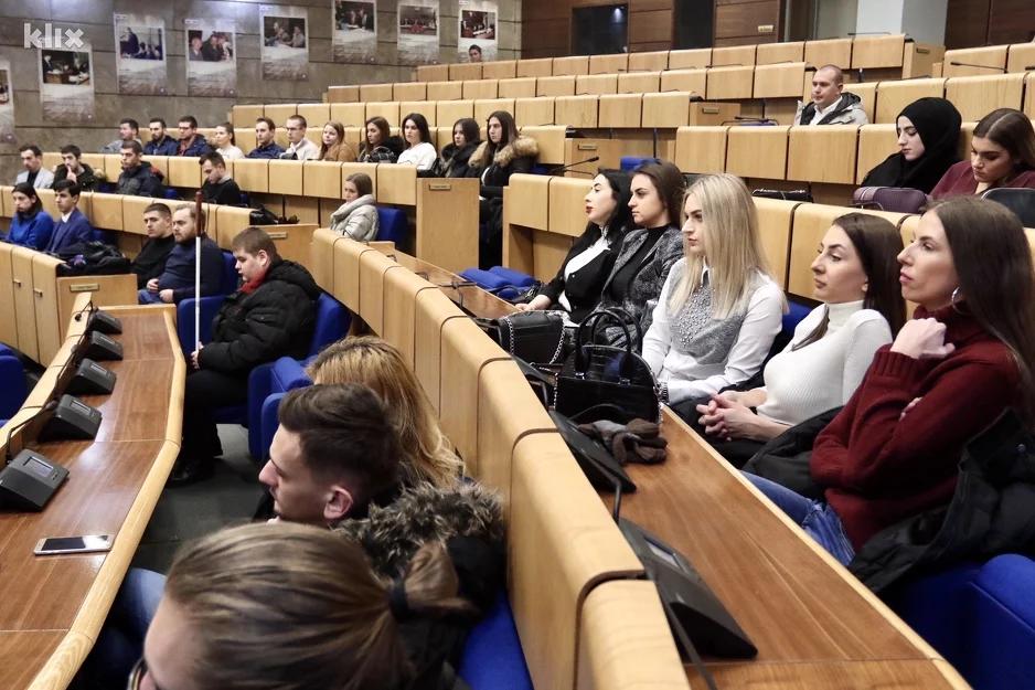 Studenti posjetili Parlament FBiH, političare pitali o efikasnosti rada