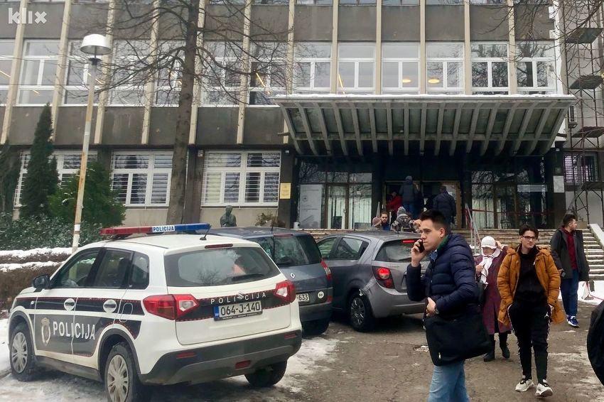 Dojava o bombi u zgradi Arhitektonskog fakulteta u Sarajevu