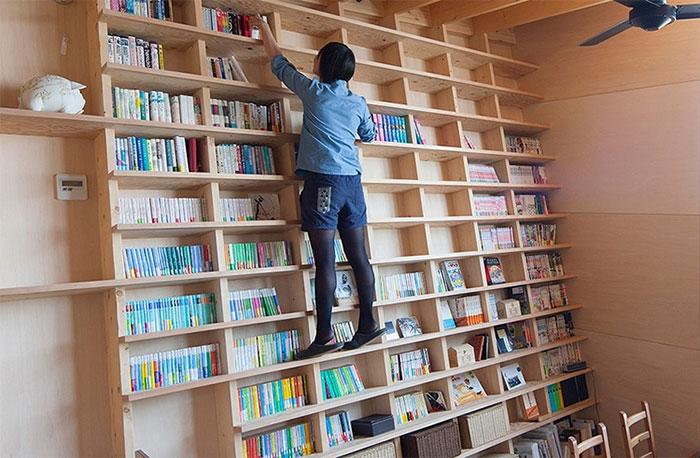 Japanski arhitekta izmislio stalažu za knjige iz seizmičke zone