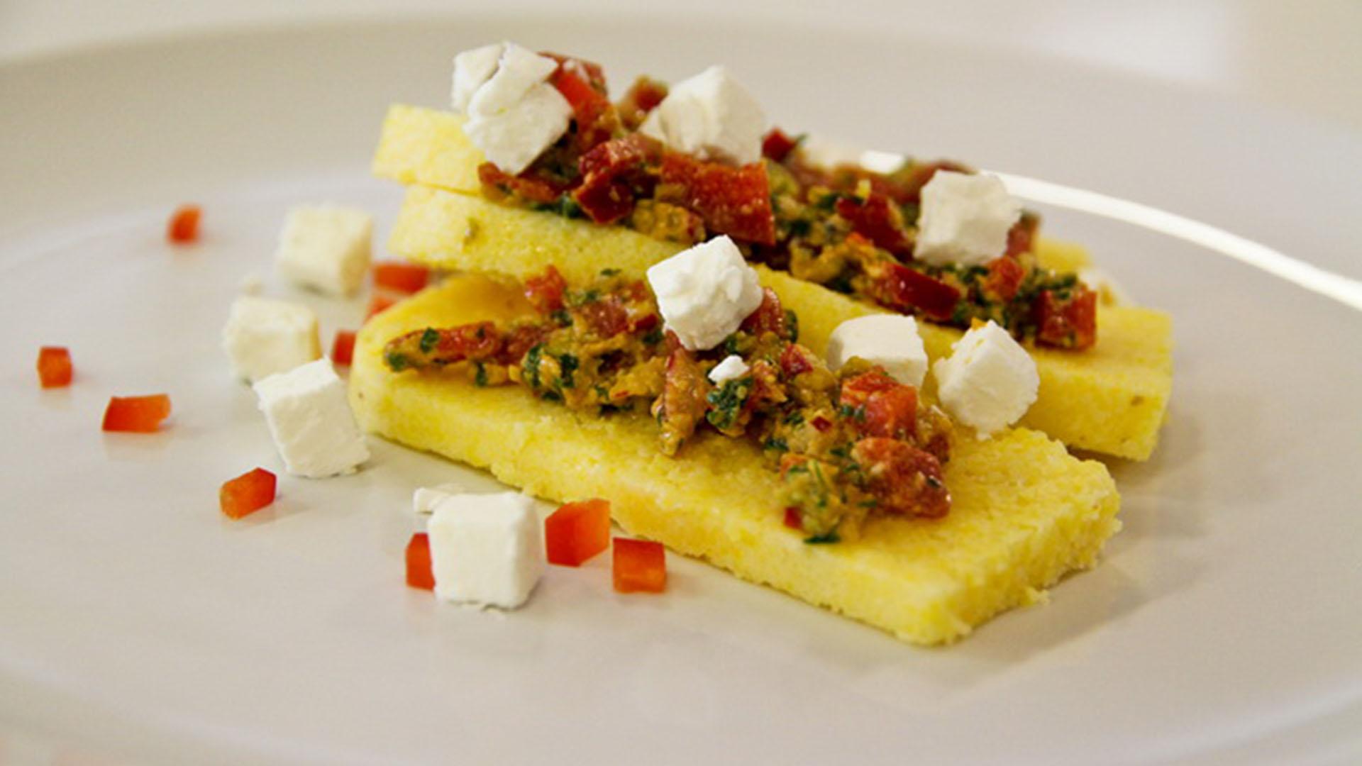 Studentski recepti: Palenta s grčkom salatom