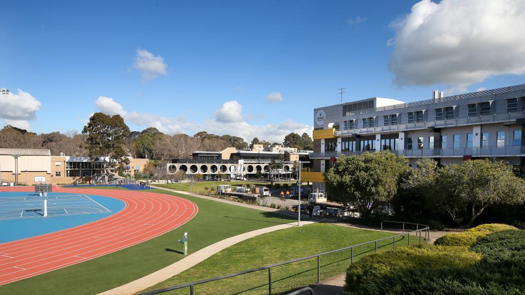 Želiš studirati vani? Univerzitet Deakin u Australiji nudi ti i stipendiju