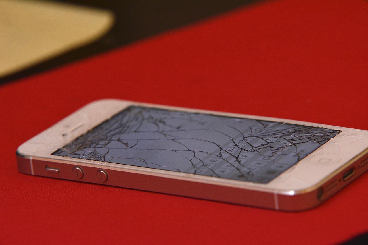 Zašto mobitel uvijek pada na ekran?