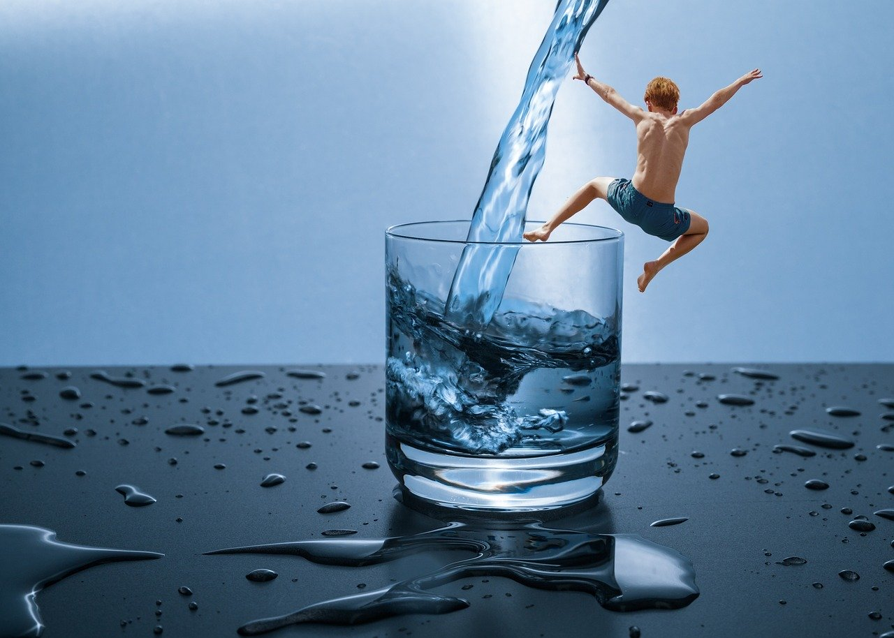 Sjajan trik s vodom koji utječe na potrošnju kalorija