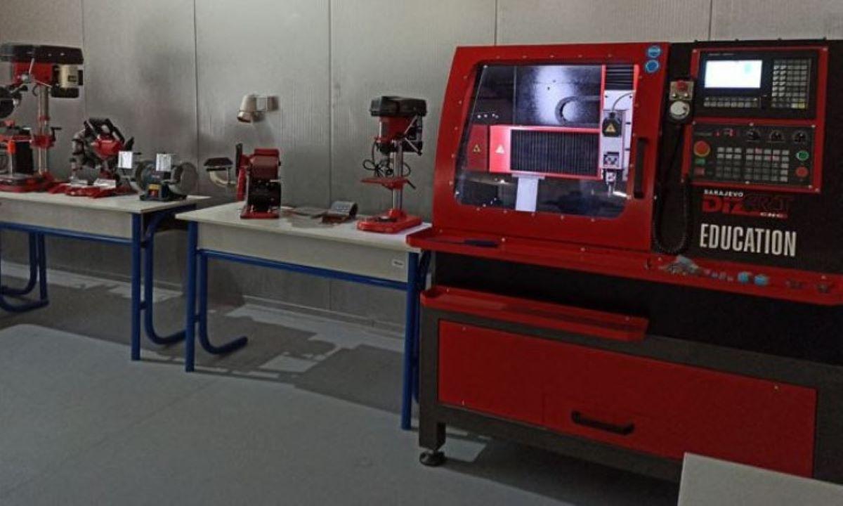Na Univerzitetu u Tuzli prva Laboratorija za reverzibilni inženjering i brzu izradu prototipa