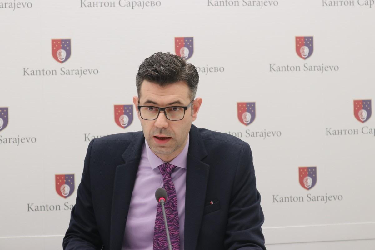UNSA: Pogledajte obraćanje ministra Krivića u vezi zahtjeva za organizovanje dodatnog ispitnog termina