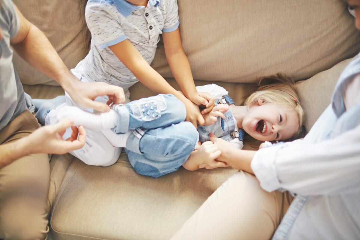 Zašto ne možemo sami sebe poškakljati, niti prestati smijati se ili plakati kad poželimo?