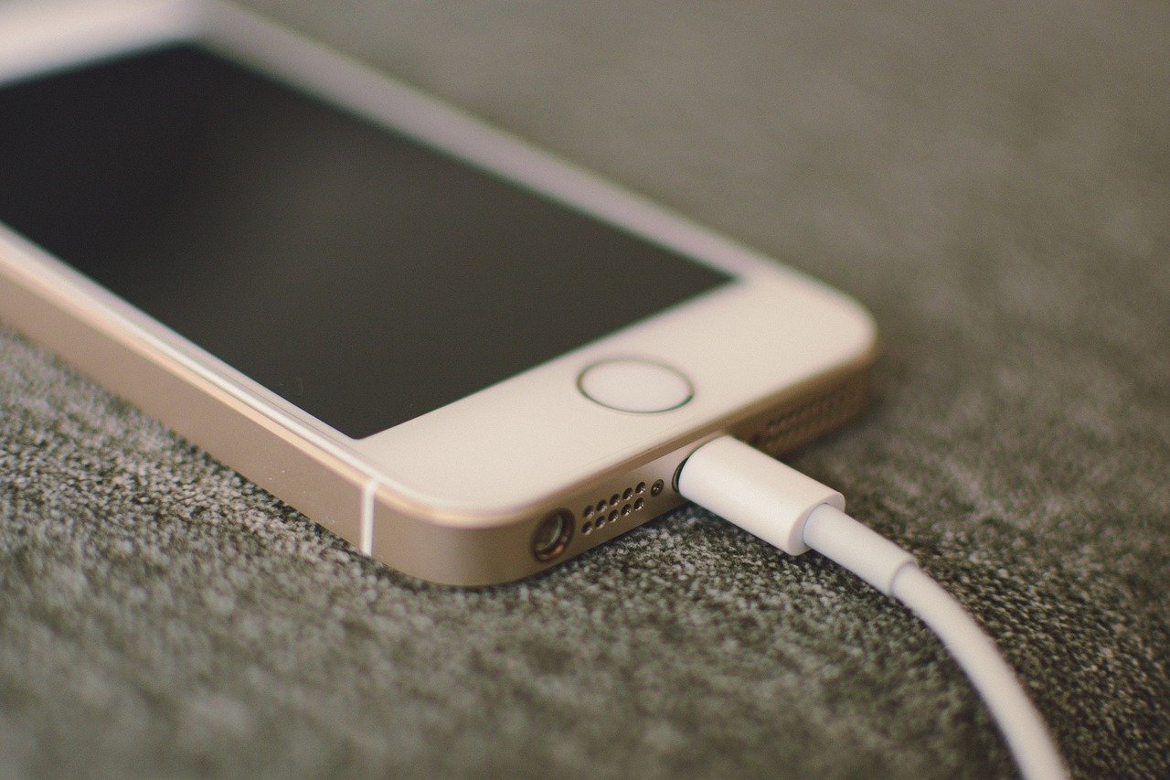 Ako ovako punite mobitel uništavate mu bateriju