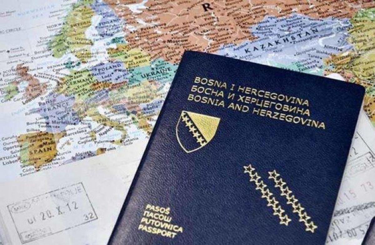 Da li ste znali: Zašto se ne smijemo smijati na fotografijama za pasoš?