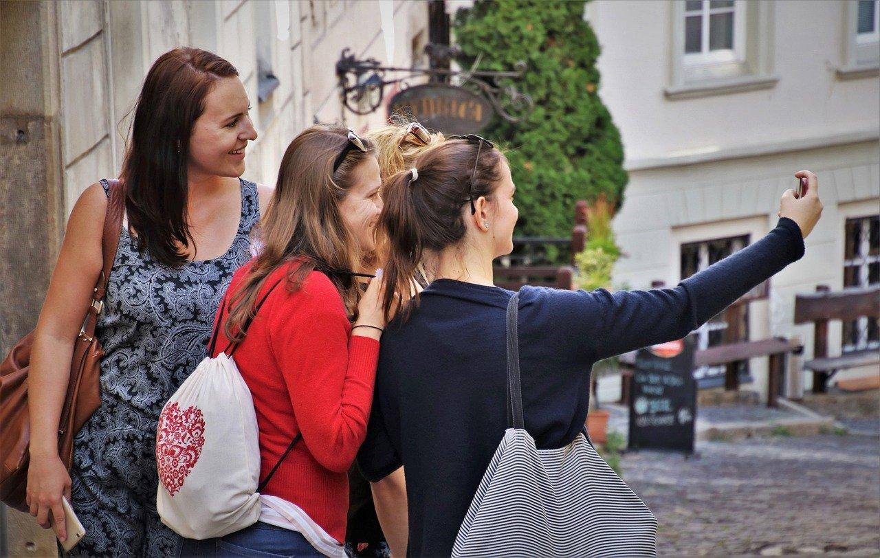 Stručnjaci objašnjavaju zašto uvijek izgledamo bolje u ogledalu nego na fotografijama