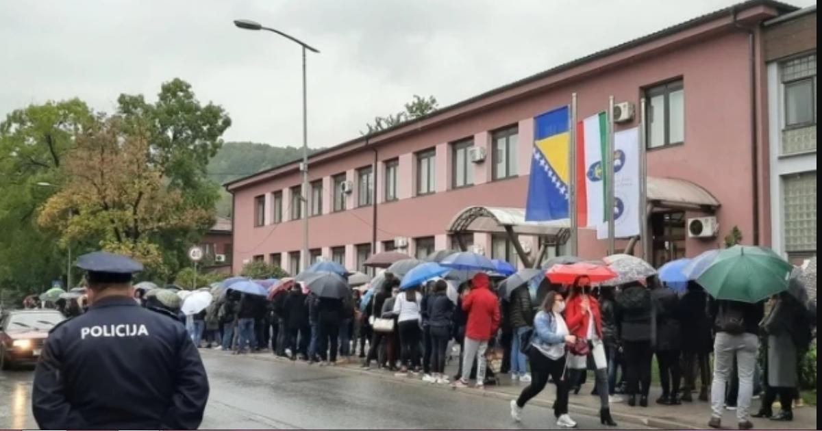 Zenički studenti još čekaju na odgovor, najavljuju proteste ispred zgrade Vlade