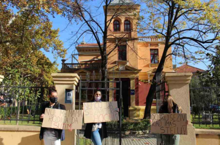 Mostarski studenti protestom ispred Rektorata zatražili ostavku rektora Zorana Tomića