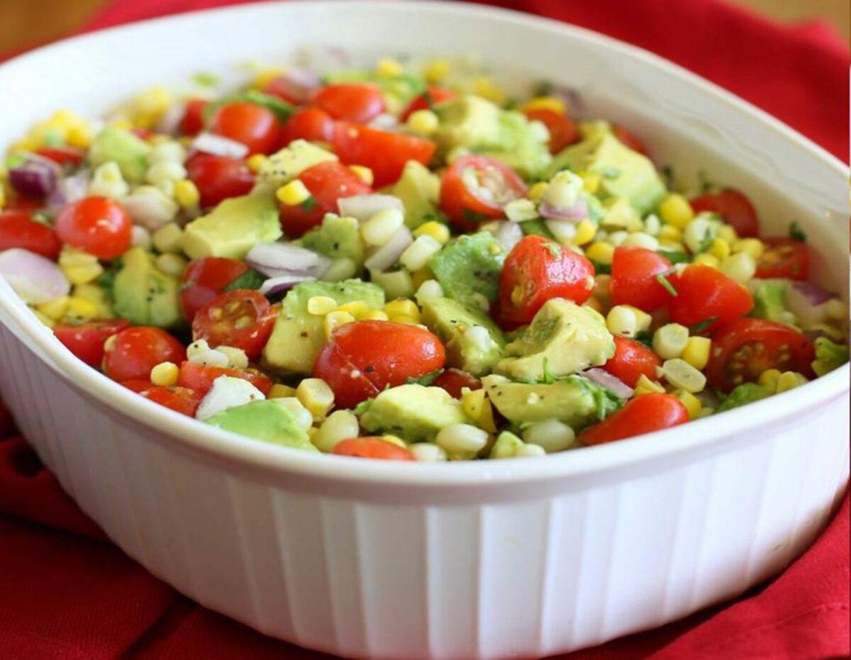 Studentski recepti: Za današnju užinu pripremite salatu sa kukuruzom
