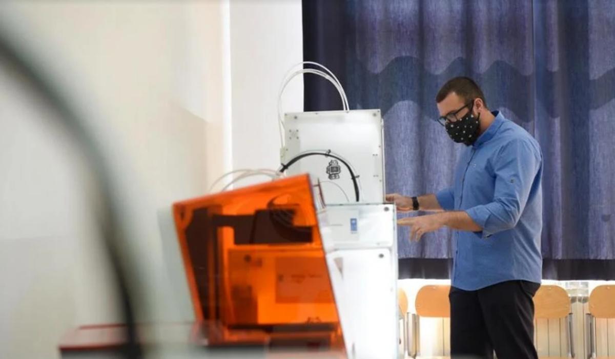 Mašinski fakultet UNSA: Adi Pandžić stoji rame uz rame sa svjetskim inovatorima iz oblasti 3D printanja