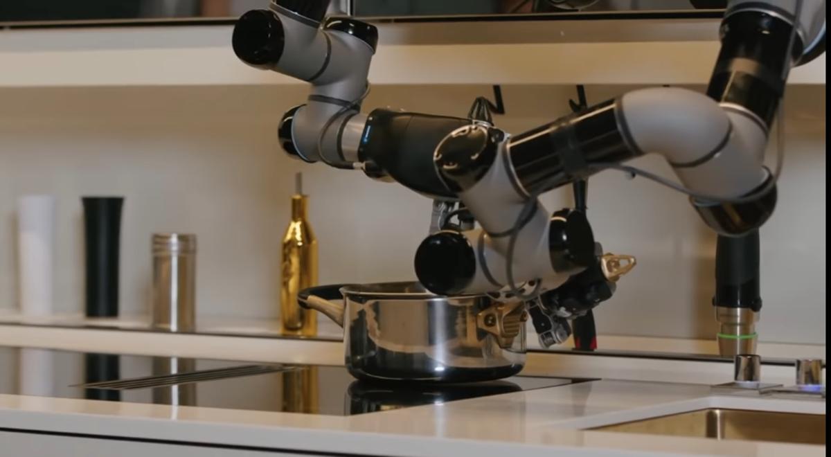 Robotska kuhinja sprema jela i pere suđe, idealna za studentske potrebe